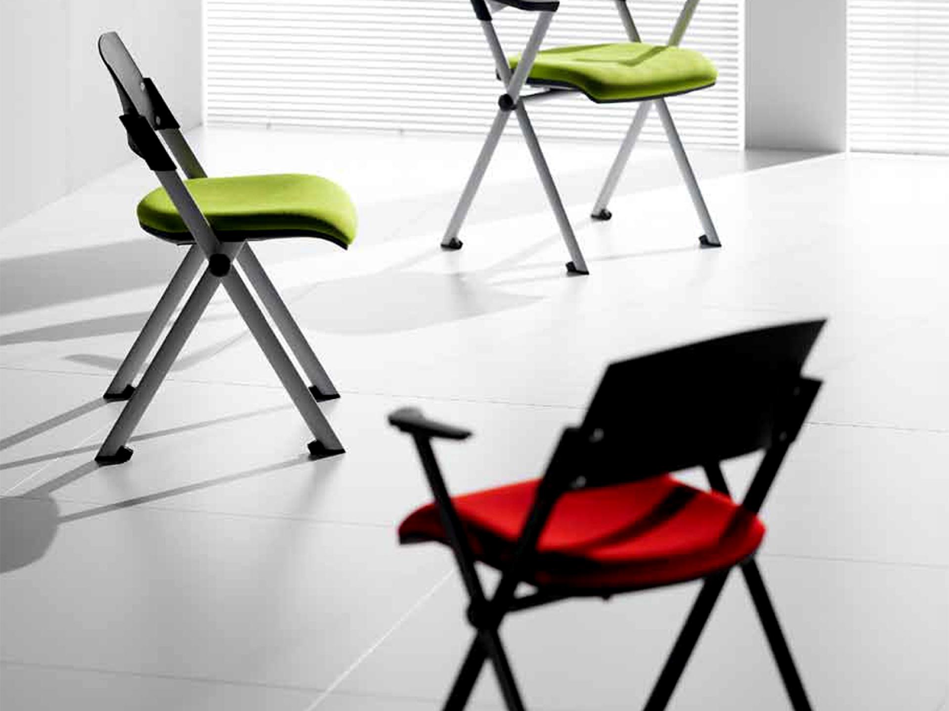 Кресла и откидные стулья, для кого и почему?