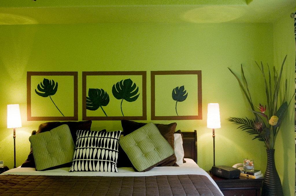 Как украсить комнату в зеленом цвете?