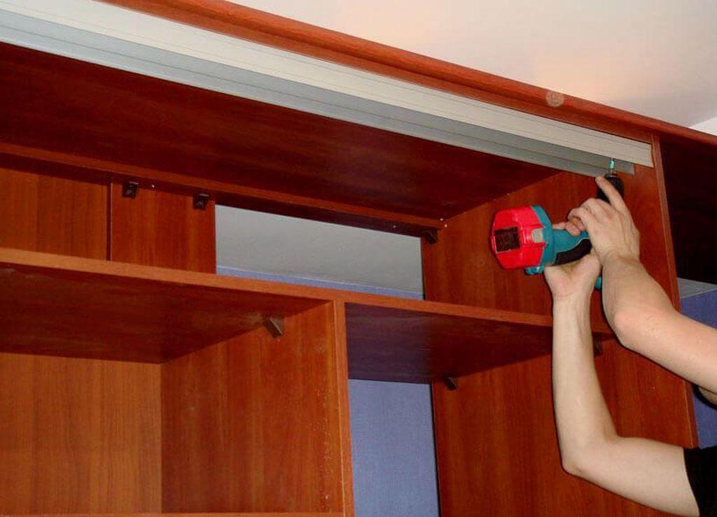 Как разобрать шкаф?