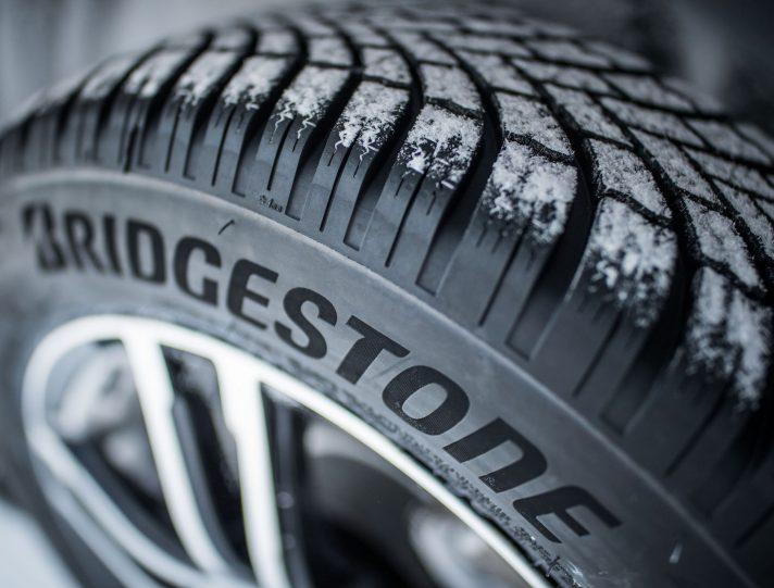 Шины Bridgestone: для безопасных водителей